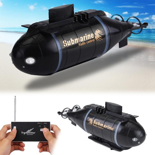 Mini RC ponorky poskytují spoustu zábavy pro děti i dospělé.