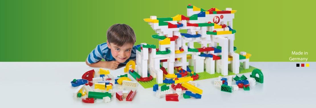 Herní sety Hubelino Kuličková dráha lze kombinovat s Lego Duplo a jsou vhodné pro všechny děti od tří let.