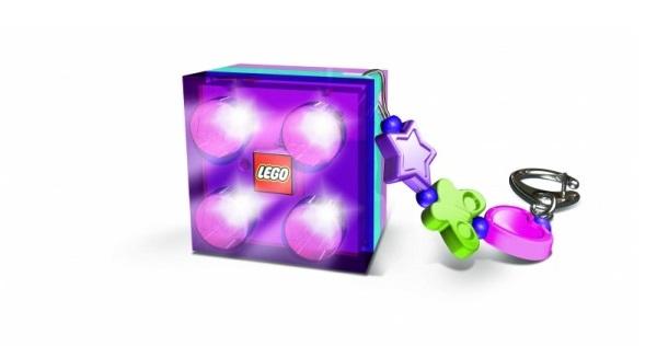 Vyberte si stylovou klíčenku s motivem jedné z oblíbené Friends postaviček a dopřejte si opravdu originální přívěšek na klíče s puncem kvality značky LEGO.