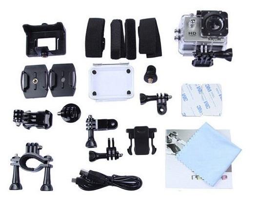 Akční kamera SJ4000 WiFi je dodávaná s bohatým příslušenstvím (v galerii produktu), mezi které mimo jiné patří, vodotěsný kryt, držák na kolo, úchyty na helmy/přilby a spousty dalších.