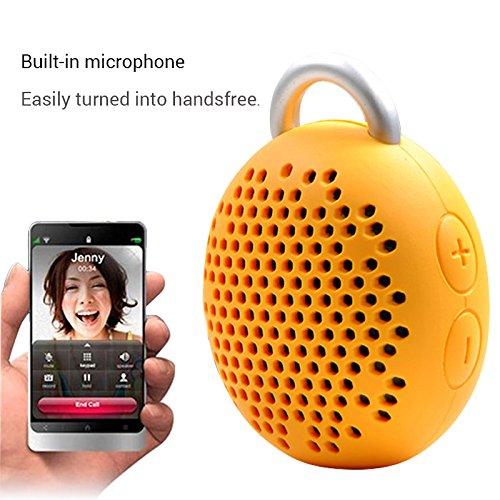Integrovaný mikrofon rozšiřuje použitelnost přenosného reproduktoru o volání handsfree a konferenční hovory kdekoliv na cestách s jednoduchým ovládáním přímo na repráku.